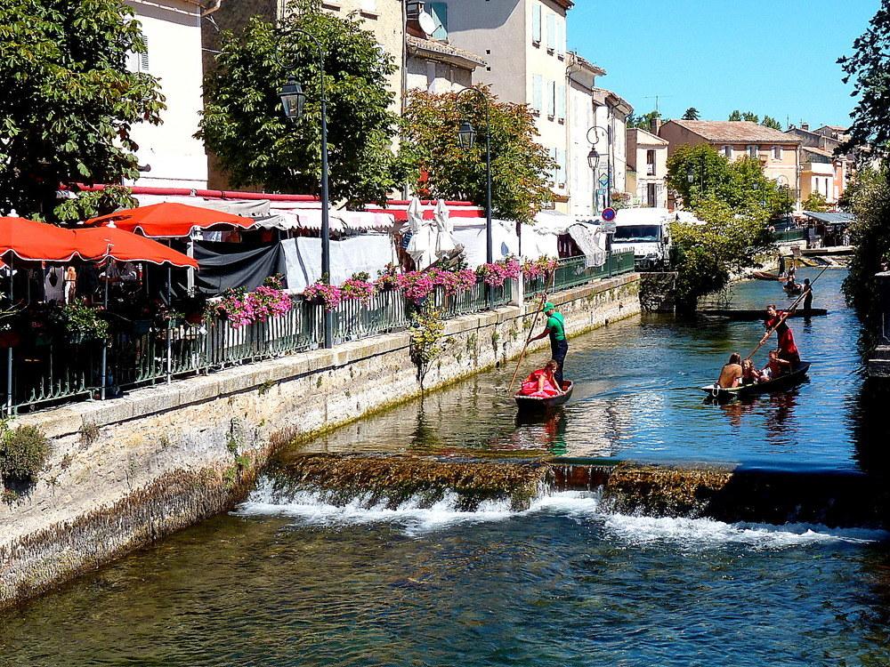 Охра - окрестности Оранжа: маршрут охры вокруг Оранжа. Поездки по Провансу, достопримечательности Прованся рядом с Оранжем. Маршруты с картами. что посмотреть вокруг Прованса, Русийон, L'Isle-sur-la-Sorgue, Горд, Gordes, Fontaine de vaucluse, Abbaye de Sénanque, Roussillon